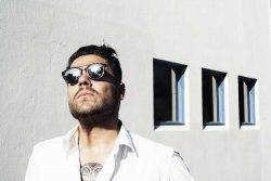 Dan Sultan in sunshine